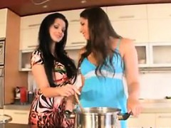 lesbians-in-the-kitchen