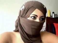 arab-woman-flashing-the-camera
