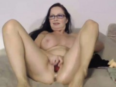 petite-old-xxx-goldie-star-with-sexy-glasses