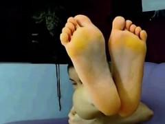 Hot Teen Babe Shows Off Her Hot Feet