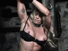 female-bodybuilder-in-chains-in-the-dungeon