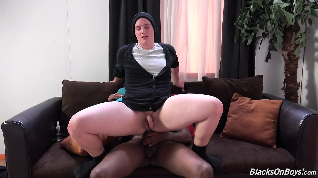 Jessy russel takes a dark penis in the booty