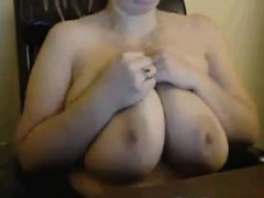 thick-chick-plays-with-her-big-tits