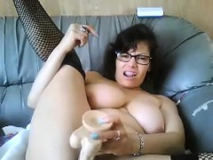 thick-slut-with-glasses-masturbates