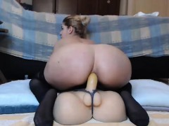 hot-babe-fucking-dildo-on-webcam