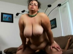 Geeky BBW Shianna spreads her chunky thighs for an ebony cock on the couch