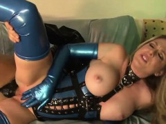 Horny Vixen Has Her Juicy Snatch Plugged