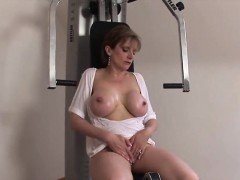 Unfaithful Uk Milf Lady Sonia Presents Her Massive Boobs