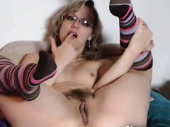 amateur-step-mom-masturbate-and-squirt-for-cam