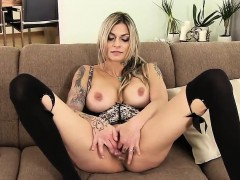unusual-czech-girl-spreads-her-yummy-muff-to-the-extreme