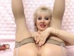 mature-granny-on-live-cam-fingering-old-pussy-masturbating