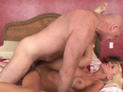 she-s-heard-her-mom-having-orgasms-so-often-with-her