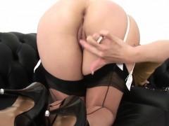 порно пьяная госпожа заставляет лизать пизду ноги