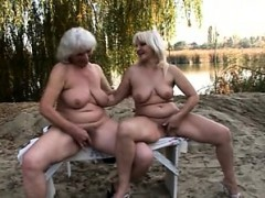 chess-playing-lezbo-grannies