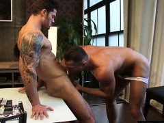 muscle-son-flip-flop-and-facial