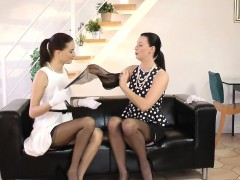 Glam Milf Seducing Babes Pussy In Les Action