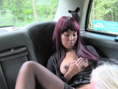 ebony-in-stockings-licked-in-fake-taxi