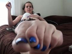 Mya Diamond And Sylvie Slut Enjoys Foot Fetish