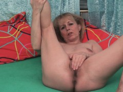 mature-in-stockings-penetrates-her-wet-snatch