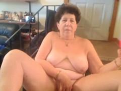 omafotze-chubby-grandma-amateur-webcam-showoff