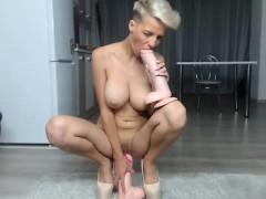 Big Boobs Blonde Babe Jessie Jazz Gives Blowjob