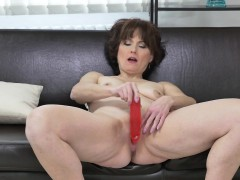 euro-milf-alice-sharp-works-her-cunt-with-a-dildo