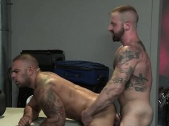 muscle-bear-dildo-with-anal-cumshot