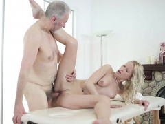 old-goes-young-sweetie-opens-pussy