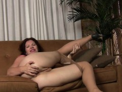american-milf-kimberlee-fingers-her-pussy-and-ass