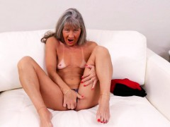 american-mature-lady-fingering-herself