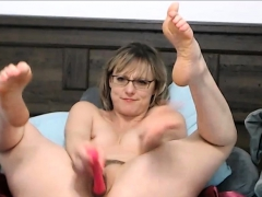 us-short-hair-milf-with-glasses-squirting-orgasm