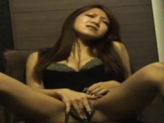 seen-asian-rubs-herself