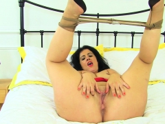 spanish-milf-montse-swinger-peels-off-her-pantyhose