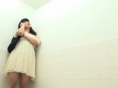 real-asians-urinating