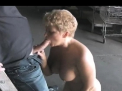 widow-milf-turns-the-construction-worker-on