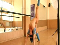 sexy-girl-gymnast-in-mask