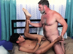 familydick-daddy-seduces-spanish-twink