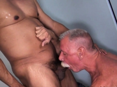 old-bear-plowed-bareback-in-interracial-duo