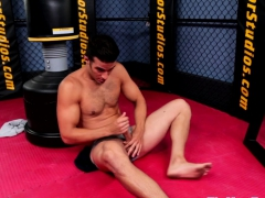 Buff stud enjoys solo tugging after workout