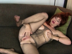american-milf-joclyn-stuffs-her-pussy-with-nylon-pantyhose