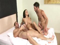 Mouth And Pussy Fucking Bi Party