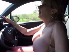 lady-sonia-flashing-while-driving