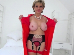 mature-lady-sonia-sexy-striptease
