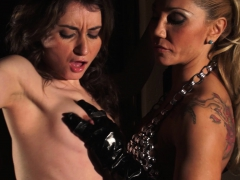 bdsm-fingering-spanish-brunette