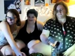 lesbian-threesome-on-webcam