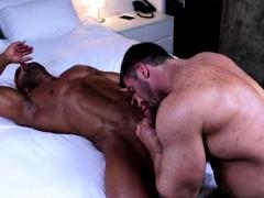 muscle-bodybuilder-oral-sex-with-cumshot
