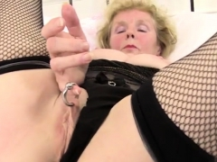 Shaved Pussy Mature Dildo With Cumshot