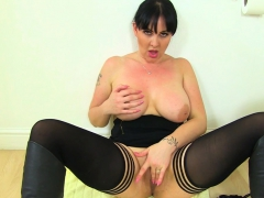 british-milf-amber-leigh-needs-to-get-off-in-bathroom