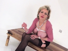 unfaithful english milf lady sonia presents her massi86ryk
