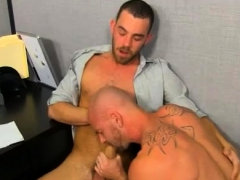longest-real-dick-ever-in-gay-porn-first-time-on-his-back